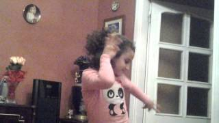 Выступает танцовщица(Софа)