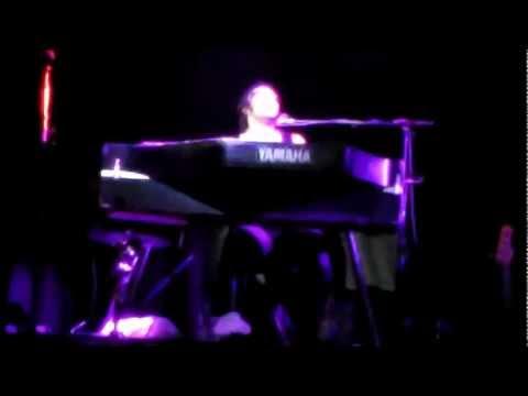 D'Angelo live @ Paradiso Amsterdam piano medley