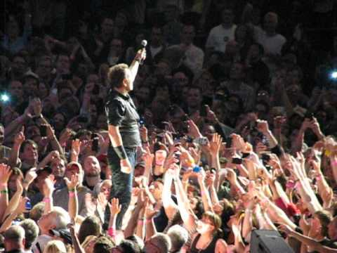Bruce Springsteen sings Tenth Avenue Freeze Out - Tribute to the Big Man - in Newark NJ