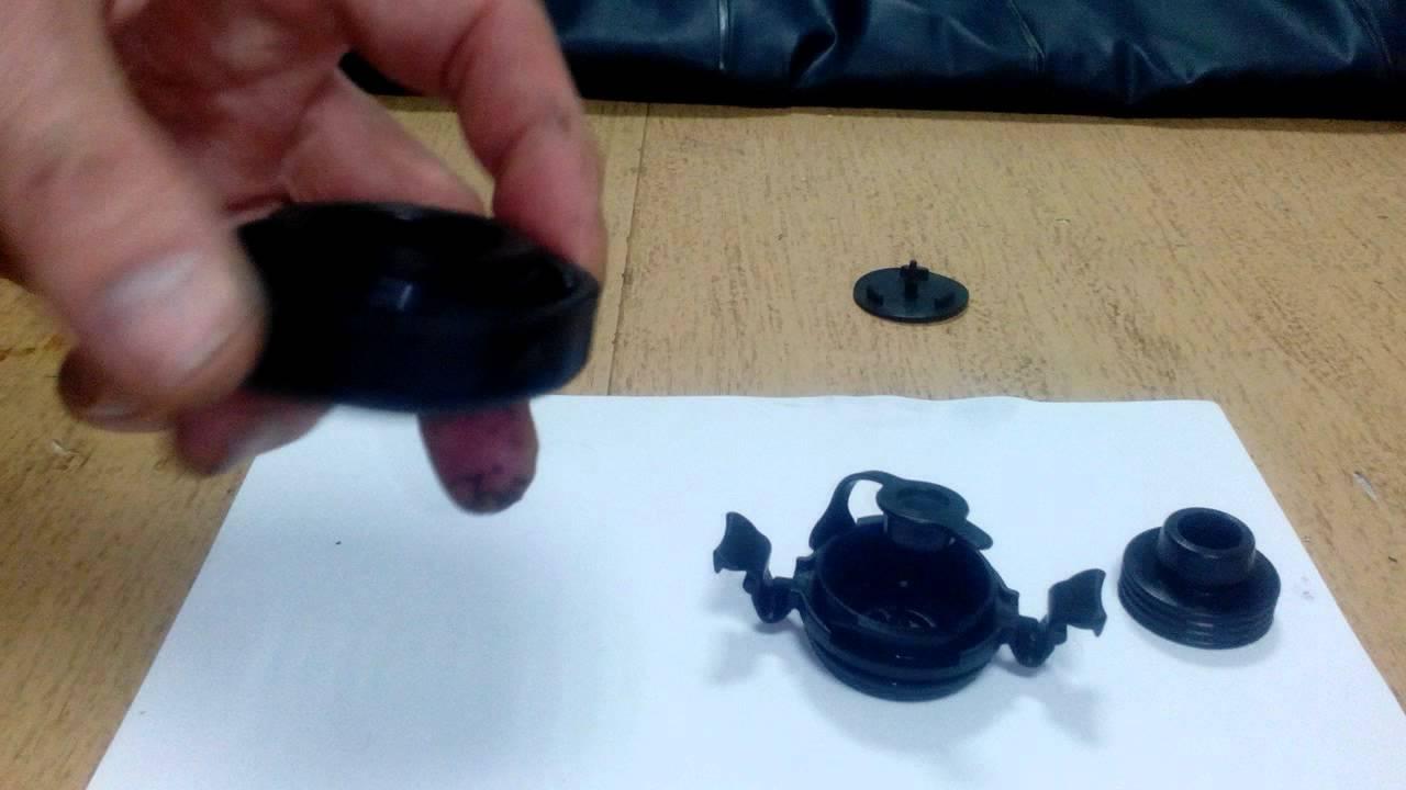 На фото: надувной матрас super-tough queen 66984 фабрики intex. Двумя щелчками. Купить клапан для матраса intex можно за 200-300 рублей.