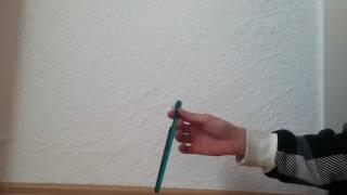 Zahnbürste um Finger kreisen lassen - so geht