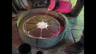 литье алюминиевого колеса в землю. molding of aluminum in clay mold