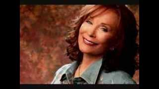 Loretta Lynn ♫ ♪ Mama why did God take my Daddy. ♫ ♪