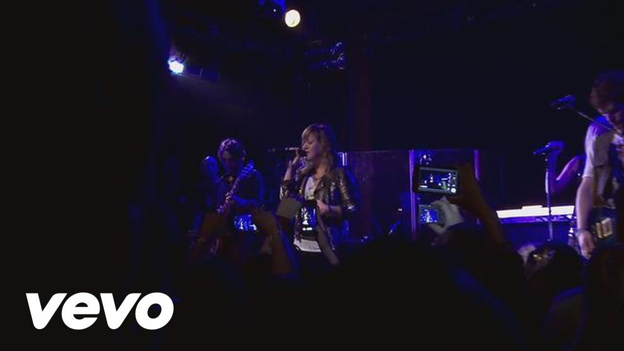 Download Kelly Clarkson - Dark Side (Live From the Troubadour 10/19/11)