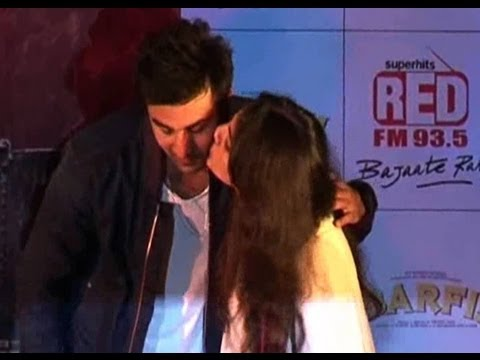 Superstar Ranbir Kapoor Proposes To A College Girl Youtube
