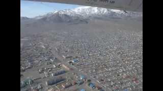モンゴル・バヤン・ウルギー市を上空から見下ろす