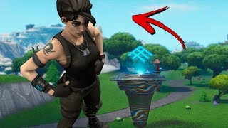 New Giant Character Glitch In Fortnite Season 8 Battle Royale!! Becoming A Gaint In Fortnite