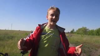 Уроки катания на велосипеде ( Заезд по грунт дороге)