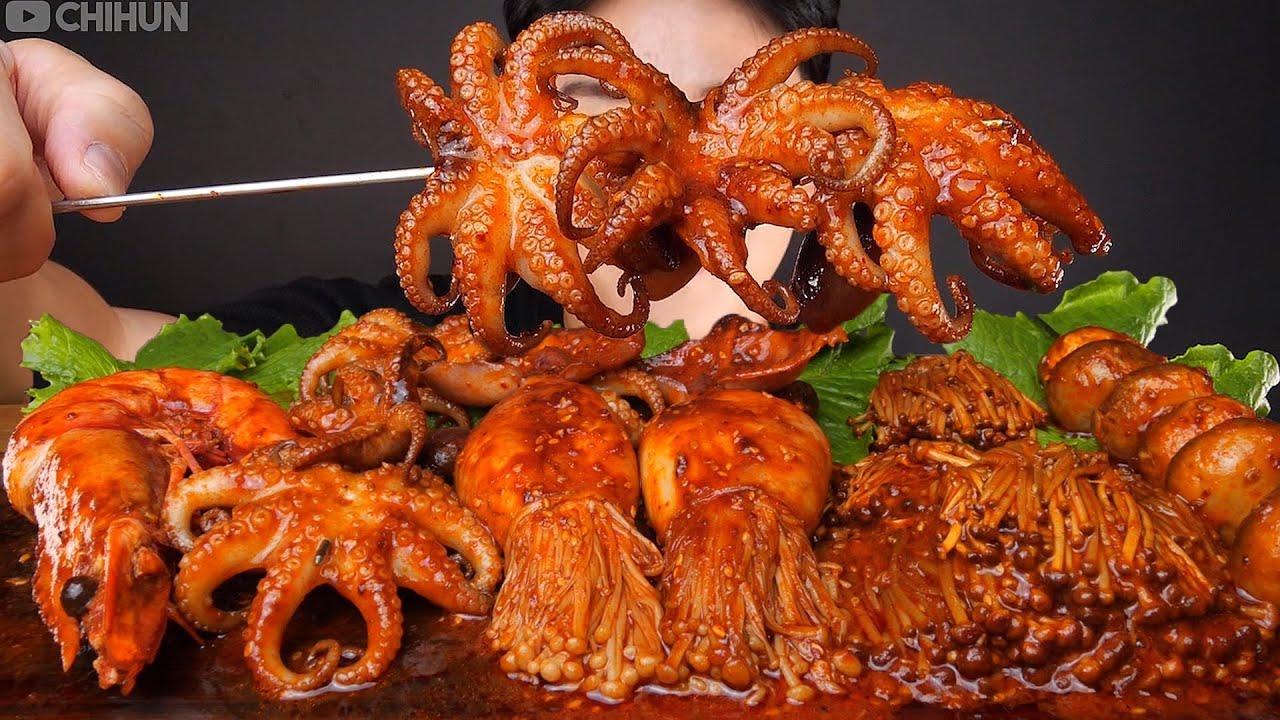 Mukbang ASMR #Shorts :) Spicy Baby Octopus & Mushrooms 팽이 버섯 쭈꾸미 먹방 Eatiing Sounds