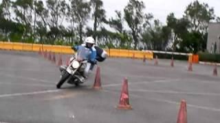 散步組重機隊新竹安駕中心 教練示範繞錐 R1150R