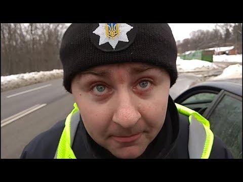 Полицейский : в наручниках тебе будет лучше