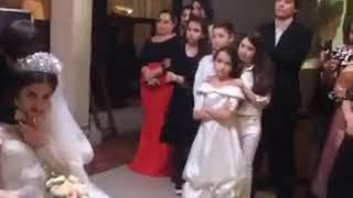 Брат плачет на свадьбе систры