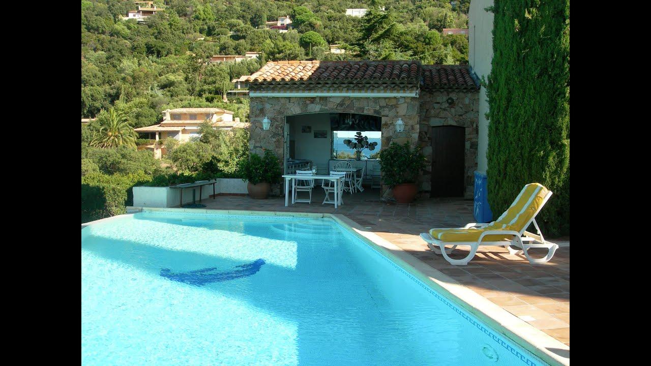 Location vacances rez de villa vue mer piscine cavali re for Camping le lavandou avec piscine