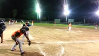 Juego de softball jonron de la noche