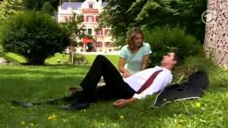 SdL Marlene küsst schlafenden Konstantin
