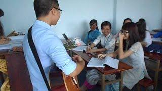 Hát tình ca tại Trường ĐH cùng guitar và hoa
