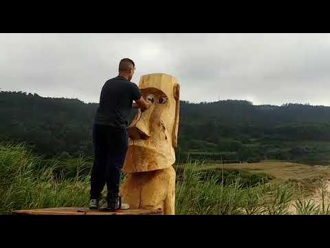 Crean un moai para la playa de Esteiro