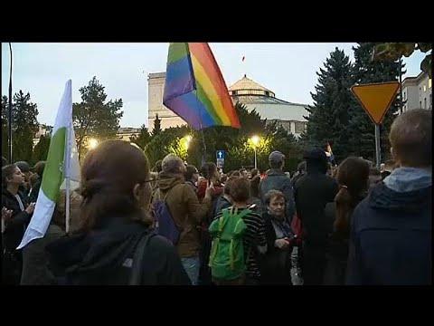 نشطاء بولنديون يحتجون ضدّ تجريم تعليم الثقافة الجنسية بالمدارس…  - 16:55-2019 / 10 / 17