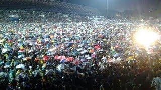 08 May 2013 - Crowd Singing Malaysia