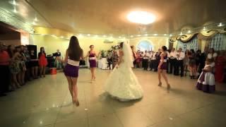 Зажигательный танец невесты и подружек! online video cutter com