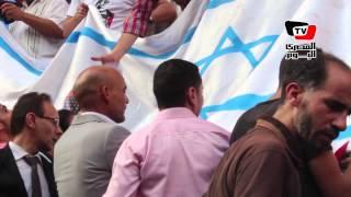 حرق علم إسرائيل علي سلالم نقابة الصحفيين تنديداً بحرق الطفل الفلسطيني