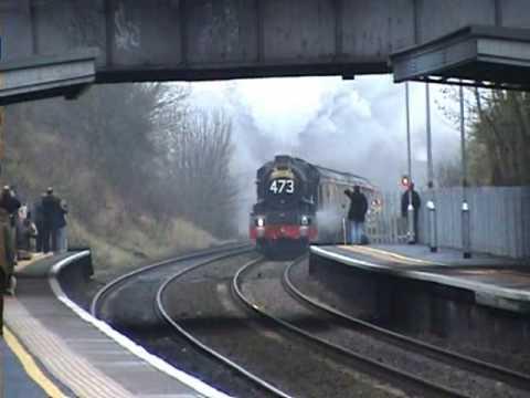 6024 GWR King Edward I flying through Keynsham