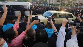 video: Thailand protests: Government declares state of emergency after demonstrators confront royal family