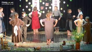 Plesalci otroške folklorne skupine KD A. Krempl Mala Nedelja
