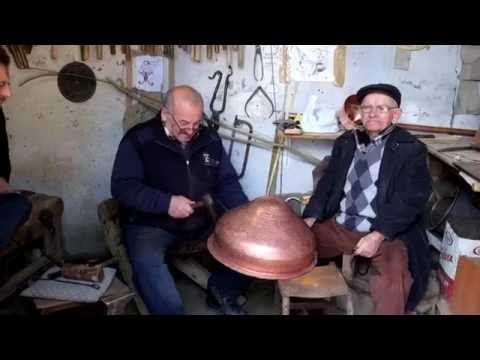 The last one of its kind: Instrument craftsmen at Grand Bazaar