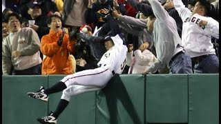 イチロー 韓国人に捕球妨害されキレる!ICHIRO interfered with a catch and got angry at Korean WBC 2006 JAPAN vs KOREA thumbnail