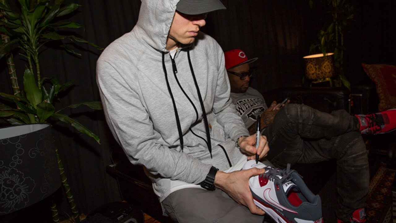 94a54ee44cc30a ePro News 17  Eminem gives his shoes to Small Steps Project charity ...