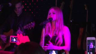 """Video Avril Lavigne Launch Party Singing """"I'm with you"""" download MP3, 3GP, MP4, WEBM, AVI, FLV Juli 2018"""