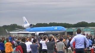 Luchtmachtdagen 2014 in Gilze-Rijen: Landing van de McDonnell Douglas MD-11
