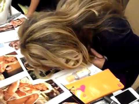 Playboy Playmate MARKETA JANSKA  07/03 kissing @ GLAMOURCON 52
