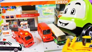 はたらくくるま おもちゃ アニメ ガソリンスタンドを工事車両たちが建設するよ♪ ショベルカー ブルドーザー パトカー 救急車などが登場!
