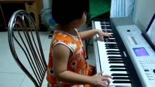 Hoc Sinh Hanh Khuc Organ   by 6 yo Kathy Tran