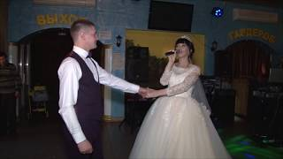 Невеста поет на свадьбе. Поет жениху. Песня на свадьбу. Песня невесты. Свадебная песня#MFYRND