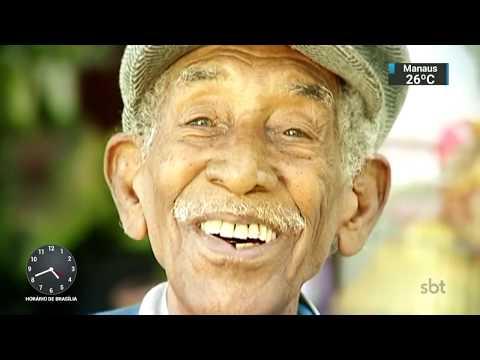 Aposentado recolhe latinhas para doar cestas básicas a famílias carentes | SBT Notícias (26/10/17)
