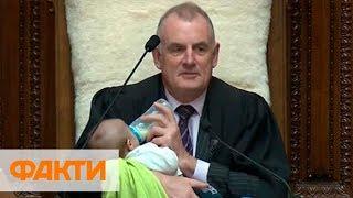 В Новой Зеландии спикер на заседании парламента кормил младенца