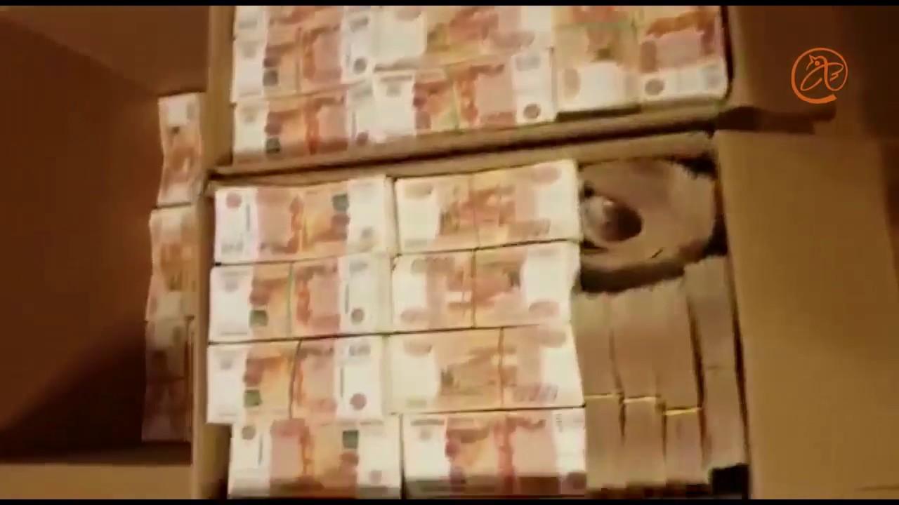 Намериха 130 килограма пари под дивана на руска счетоводителка
