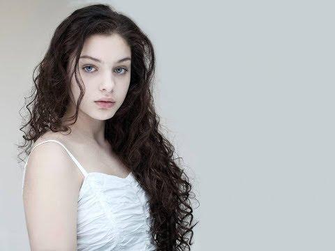 Odeya Rush hot pics (HOLLYWOOD TEENAGER ACTRESS)
