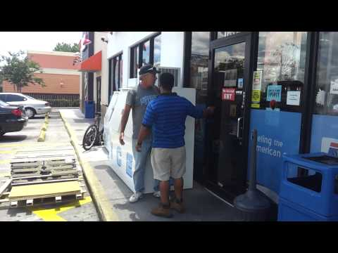gas station worker slaps dude after arguing tampa