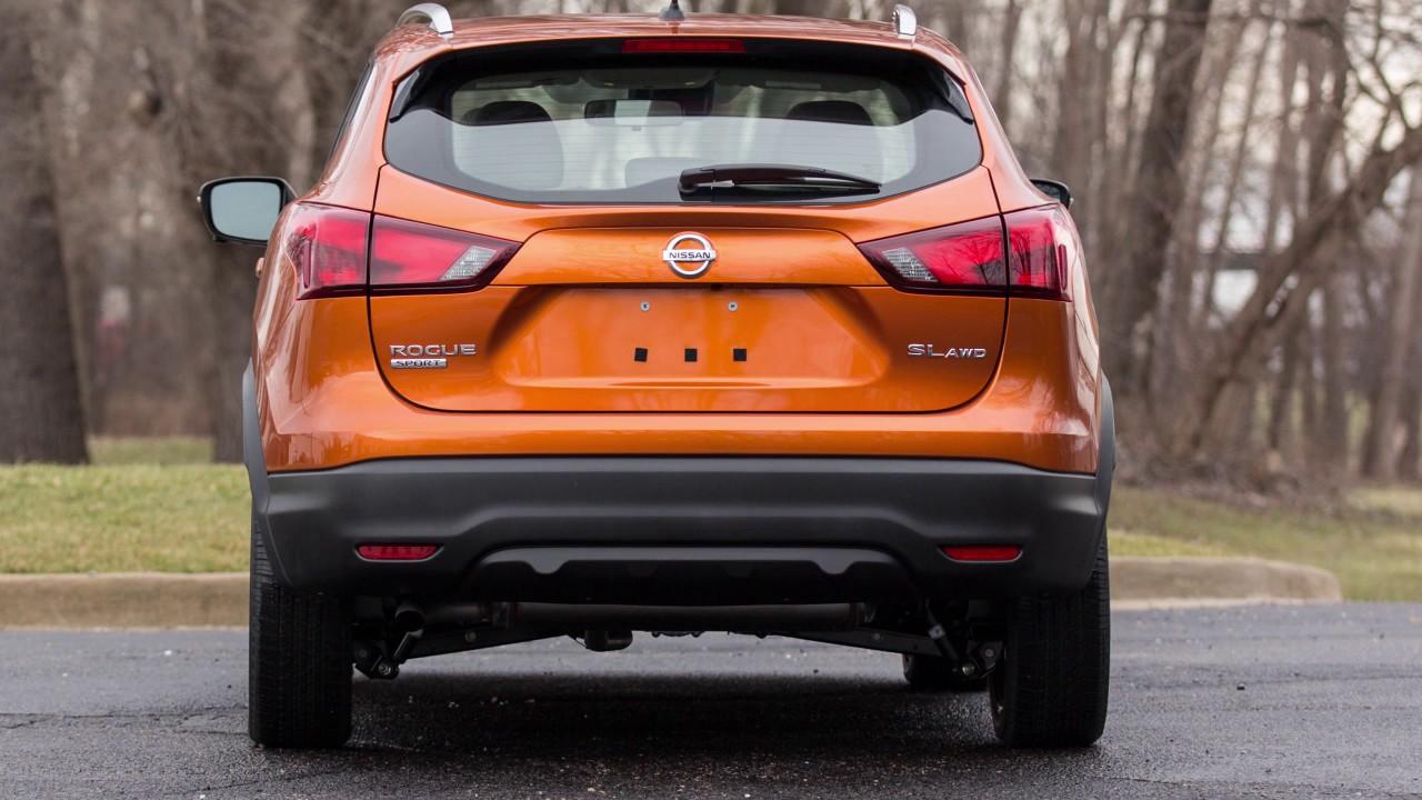 2017 Nissan Rogue Sport Rear Cross Traffic Alert Rcta If So Equipped