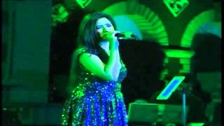 Shreya Ghoshal Pays Tribute To. Rehman With Awaaz Hu Main At Dharwad Utsav 2013