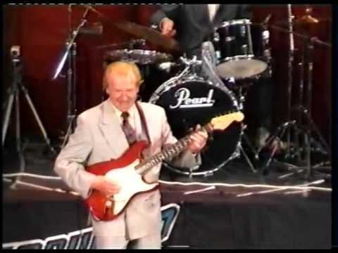 Bert Weedon in concert (1)