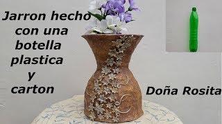 Jarron o florero hecho con una botella plastica y carton , adornada con porcelana fria