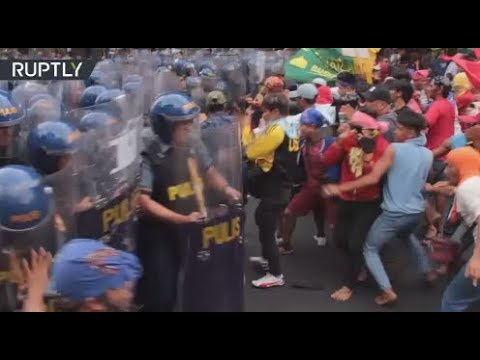 RAW: Anti-Trump protesters clash with police in the Philippines