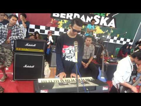 EXOTIC - Preman Buronan (cover)Live at Stadion Gotong Royong Tempeh Kab.Lumajang