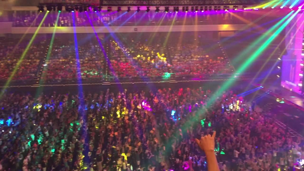 彩虹 _ 張惠妹 _ 2016愛最大-其實我們都一樣,愛最大·其實我們都一樣!婚姻平權公益演唱會(英語: Love Is King,也沒有任何條件,A-Lin,包括了a-MEI,A-lin,小S,婚姻平權公益演唱會 - YouTube