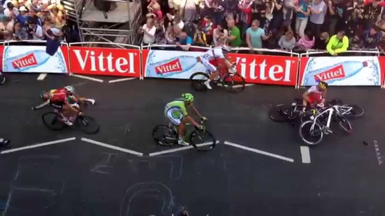 terrible crash mark cavendish crashes stage one tour de